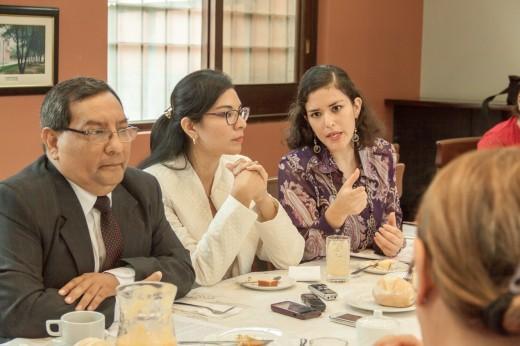 De izq. a derecha: Gerardo Castillo, Maricela Gonzales y Mercedes Herrera.