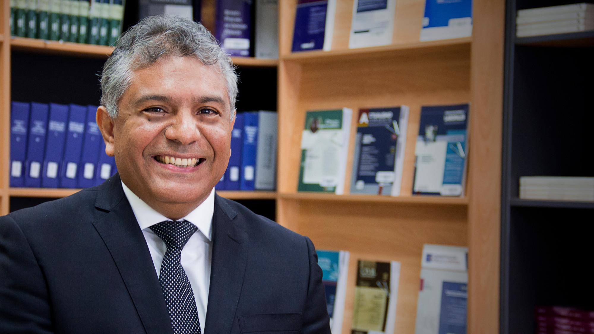 Doctor Julio Hernández, director del programa académico de Administración de Empresas de la UDEP en Lima.