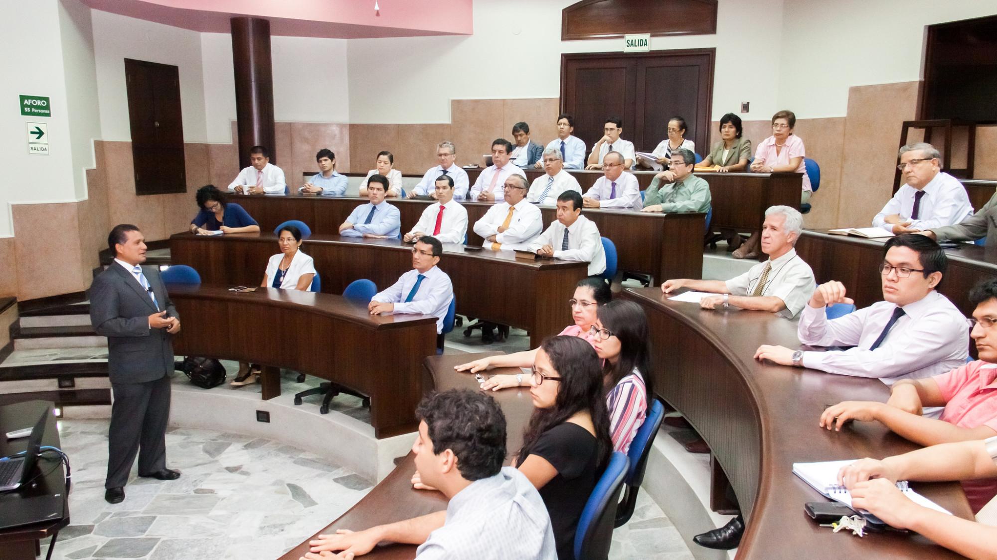 Mgtr. Manuel Mattus, gerente industrial de Caña Brava, durante el Seminario de investigación e innovación.