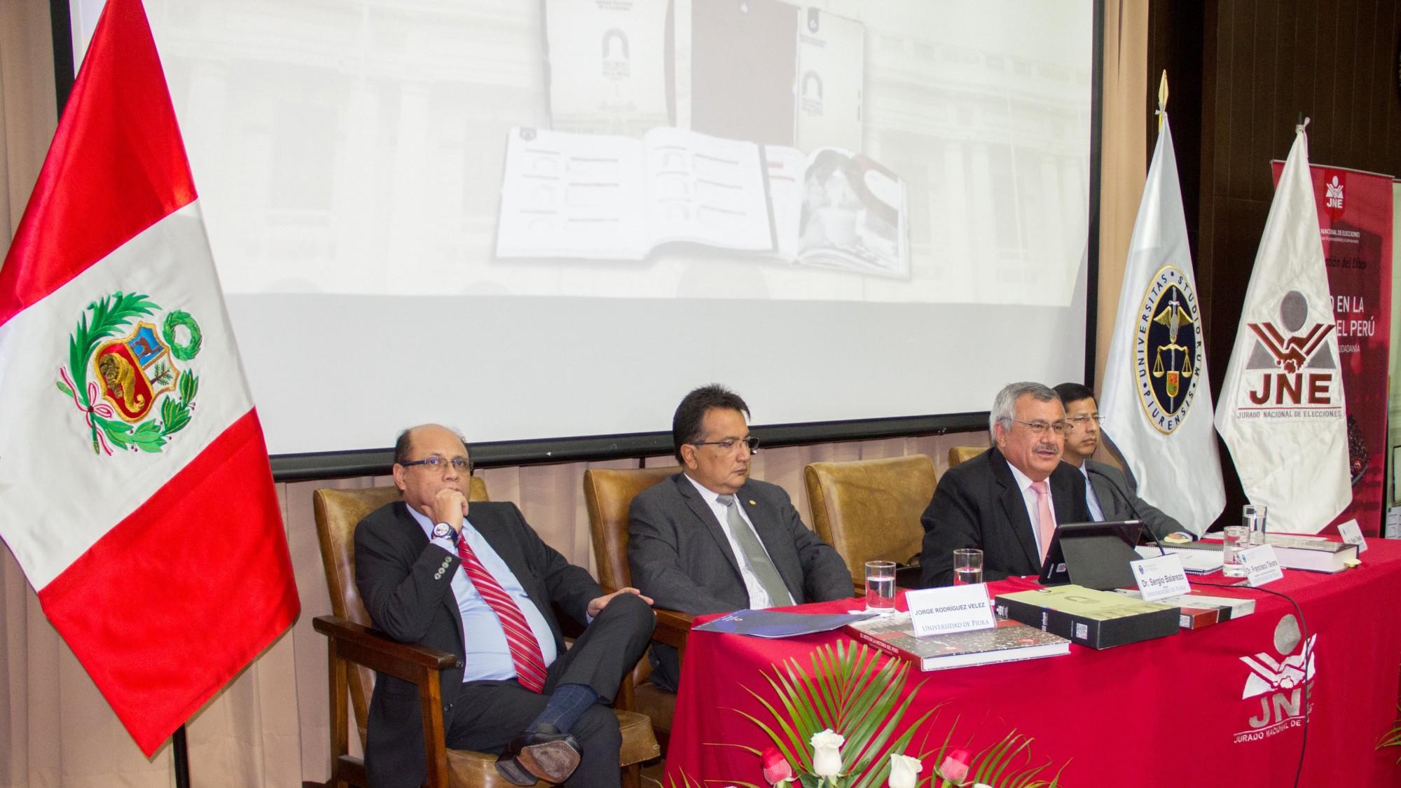 Presidente JNE entrega libros a UDEP-2
