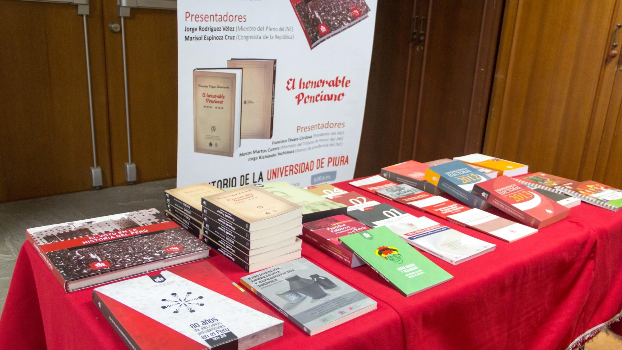 Presidente JNE entrega libros a UDEP-6