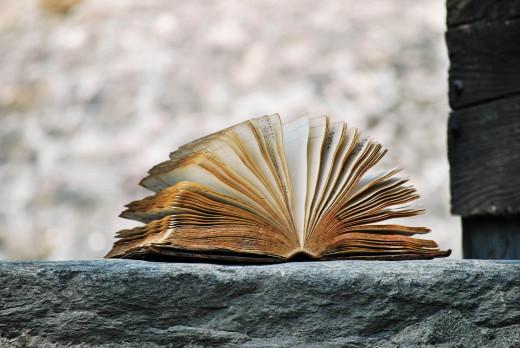 book-2341083_1920